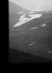 Mai fait ce qu'il te plais ou presque... (glookoom) Tags: light blackandwhite bw black france nature monochrome montagne grenoble landscape noir noiretblanc bokeh lumire contraste neige fentre blanc chamrousse rhnealpes