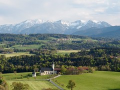 Irschenberg (Ina Hain) Tags: sky landscape bayern bavaria outdoor oberbayern kirche himmel berge grn alpen landschaft wendelstein schneaussicht irschenberg wilparting
