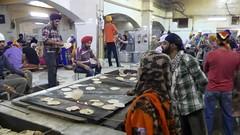 SikhTempleNewDelhi037 (tjabeljan) Tags: india temple sikh newdelhi gaarkeuken sikhtemple gurudwarabanglasahib