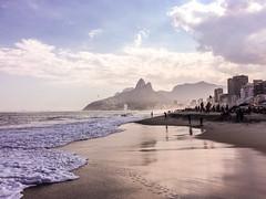Ipanema (estudiotap3) Tags: sea brazil sun praia beach rio brasil de janeiro playa ipanema dois irmos irmaos