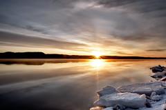Lever de soleil sur la riviere Saguenay 11-04-2016 (gaudreaultnormand) Tags: canada sunrise river soleil reflets saguenay glace leverdesoleil lumiere riviere halosolaire