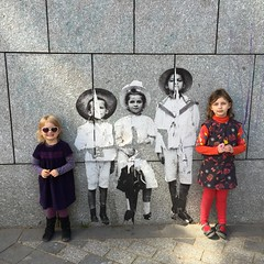 Coule verte (gwolf) Tags: streetart paris leo emma louise pipo