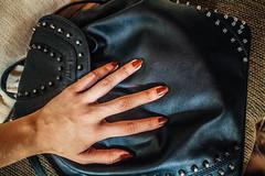 #208 of 365 - Bag & Nails (Ruadh Sionnach) Tags: black leather fashion canon bag hands hand moda nails amateur mos mo canoncamera couro amateurphotographer t5i canont5i