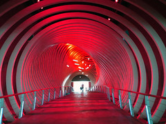 Parkhaus Nova Events Leipzig-Halle (ingrid eulenfan) Tags: rot licht tunnel parkhaus farbenspiel durchgang lichteffekt novaevents