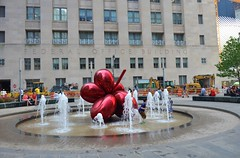 Red Balloon Flower, 05.17.15 (gigi_nyc) Tags: nyc newyorkcity jeffkoons 7worldtradecenter redballoonflower