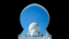 Abu dhabi mosque - tomb ([s e l v i n]) Tags: blue art architecture worship tomb arc mosque holy abudhabi abudhabimosque sheikhzayedmosque
