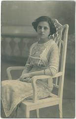 Szecesszis hlgy - Debrecen - Ruzicska mterem - kb 1910 (fotobarat966) Tags: portrait lady hungary secession 1910 magyar debrecen hungarian gyula rppc portr hlgy szecesszi debreczen debreceni ruzicska kpeslapfot fotlap