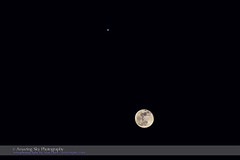 Moon Near Jupiter (Feb 23, 2016) (Amazing Sky Photography) Tags: composite telephoto jupiter february23 gibbousmoon 2016 conjunction