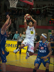 Lorenzo O'Neal / WBC Wels (guenterleitenbauer) Tags: pictures sports basketball sport ball photo google fight flickr foto basket image photos action guard picture indoor images bulls lorenzo fotos match win february halle februar oneal gnter korb feber liga wels 2016 wbc meisterschaft abl pointguard kapfenberg guenter leitenbauer wwwleitenbauernet