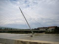 Zaragoza (Luis Gracia Pinilla) Tags: ro puente day y dia covered nubes pasarela claros cubierto