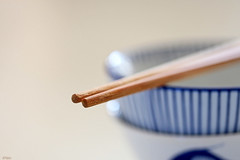 About chopsticks and bowls.... (eleni m (sorry if I can't keep up)) Tags: blue stilllife white macro indoor chopsticks bowls lightbrown schaaltjes