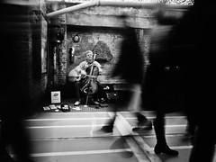 Market performer (Victor Muruet) Tags: newyork nuevayork thebigapple lagranmanzana victormuruetphotography fotografíavíctormuruet