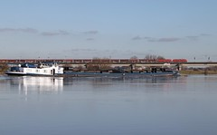 Zwaar transport (Kees Wielemaker) Tags: ship freight lek 189 culemborg schip rivier spoorbrug dbc binnenvaart dbcargo