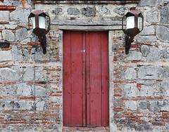 Entrada al pasado (Orzaez212) Tags: door red color puerto rojo arquitectura puerta amrica colombia colonial olympus bolvar entrada cartagena historia caribe piedra pasado suramrica fortn flickrtravelaward