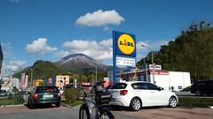 Lidl lohnt sich! (twinni) Tags: schnee salzburg austria sterreich stadt frhling beachcruiser flachgau mw1504 25042016