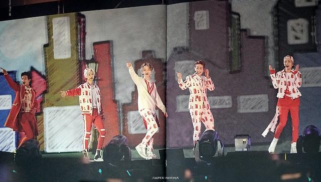 160421 SHINee @ Photobook SHINee World Concert IV 26100421193_c0484b6409_z
