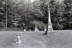(neoalism) Tags: ilfordhp5 35mmfilm canonef35mmf2 canoneos canoneos5 bwfilm blackandwhitefilm canonef ilfordfilm newenglandcemeteries ilfordid11 canonef35mmf20 manchestervt dellwoodcemetery gardencemeteries