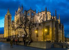 Catedral de Len - blue hour (dnieper) Tags: espaa spain bluehour len pulchraleonina catedraldelen horaazul
