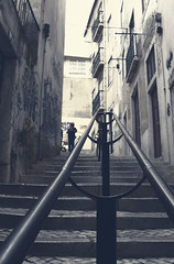 Pasajes de Lisboa (Imthearsonist) Tags: portugal stairs vanishingpoint lisboa lisbon perspective streetphotography escalera handrail pasaje baranda