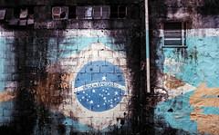 Ordem e Progresso? (Ray Vieira) Tags: brazil brasil analog 50mm yashica analogica f19 bandeiradobrasil colorplus200