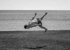 Piruetas. (anajvan) Tags: playa almera bailar saltos robado