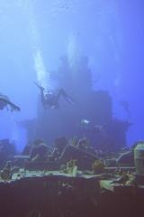 DSC05993 (Andreuha) Tags: koniclassfrigate 356 shipwreck scuba wreckdiving divers caymanbrac