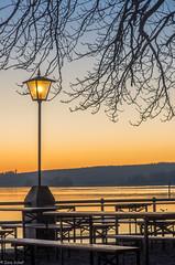 Happy New Year ! (zora_schaf) Tags: lake lampe gelb bluehour laterne ammersee biergarten blauestunde stegen zoraschaf