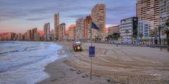 (023/16) Preparando la faena (Pablo Arias) Tags: espaa tractor photoshop mar spain arquitectura playa arena alicante cielo nubes hdr texturas playadelevante mediterrneo benidorm hamacas comunidadvalenciana photomatix nx2 pabloarias