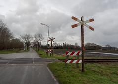 Spoorwegovergang (Jeroen Hillenga) Tags: road netherlands nederland groningen spoor wildervank spoorwegovergang veenkolonin dalweg36