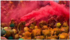downpour (Soumya Bandyopadhyay) Tags: colors festival holi barsana mathura vrindavan canoneos5d braj gulal nandgaon canon24105mmlis lathmarholi