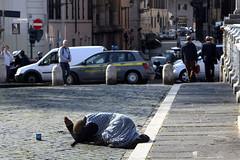 Roma - Ponte Sant'Angelo (Amedeo Cristino) Tags: roma donna italia citt traffico povert mendicante indifferenza elemosina amedeocristino
