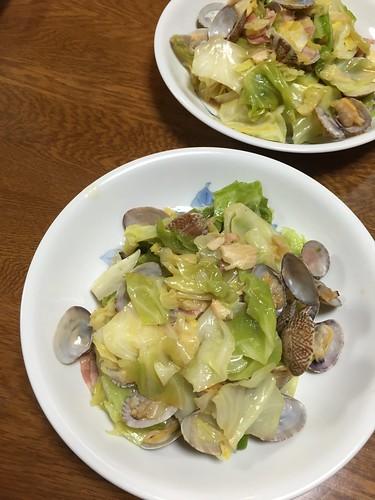 春キャベツとアサリ炒め