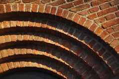 DSC_8440 [ps] - Granulated Waveforms (Anyhoo) Tags: uk england brick architecture arch masonry arc surrey repetition wisley rhswisley stepped lowsun rhs royalhorticulturalsociety thelaboratory anyhoo photobyanyhoo