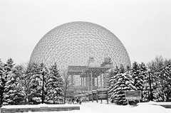 Biosphere, Montreal (MCorrigan1983) Tags: bw snow canada film montreal biosphere 400tx nikonf6 2015 kodaktrix400 nikkor35mmf2d