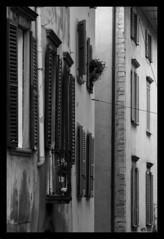 Windows (Gi_shi) Tags: street urban bw italy nikon strada italia bn urbana bergamo lombardia architettura bnw biancoenero palazzi finestre bergamoalta nikonitalia iamnikon d7200