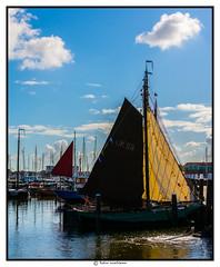 Zeilers Ahoy (voorhammr) Tags: john jan maurice boten debby zon vuurtoren henk urk schepen blauwelucht cameranunl