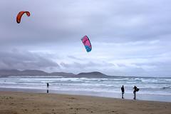 Kite Surf (MigueR) Tags: espaa fuji lanzarote playa cielo nubes kitesurf olas islascanarias cometas 35mmf2 xt1 fujixt1