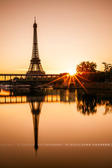 Sunrise devant le pont Bir-Hakeim (Guillaume Chanson) Tags: longexposure bridge paris france reflection seine sunrise canon river subway ledefrance mtro eiffeltower reflet reflect toureiffel pont extrieur leverdesoleil fleuve birhakeim pontbirhakeim poselongue birhakeimbridge canoneos5dmarkii