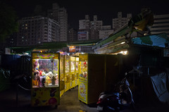 (sparth) Tags: city blackandwhite bw night blackwhite cool nightshot noiretblanc market taiwan noirblanc nikoncoolpixa