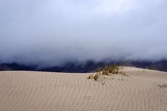 Duna y niebla (MigueR) Tags: espaa fuji lanzarote playa paisaje cielo duna niebla islascanarias 35mmf2 xt1 playadefamara fujixt1