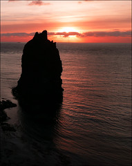 Sunrise at the Stack (McRusty) Tags: pink red sea cliff sun reflection sunrise john scotland head north stack east highland ripples rise ogroats duncansby