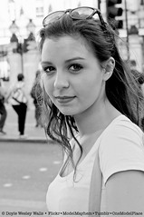 Young Woman of Greek Heritage in London (Doyle Wesley Walls) Tags: portrait blackandwhite woman sexy girl beautiful smile face sunglasses female donna mujer eyes gesicht foto fotografie photographie chica retrato feminine gorgeous femme cara bonito longhair olhos portrt yeux occhi photograph ojos bonita casual lovely charming ogen fotografia portret jente fille ritratto blick mdchen fminin ragazza ansigt fotografi femenino fotografa bello gezicht faccia flicka seductor weiblich schn dziewczyna  kobieta 0923 femminile kvinde gon sduisant ena kvinna sexig  tv sexet seksiks seksowny   doylewesleywalls