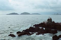 (Wheels over me) Tags: blue sea color film mxico 35mm minolta grain analogue filmcamera grainisgood filmisnotdead sooc