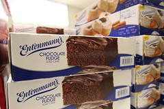 Entenmann's (Laurence's Pictures) Tags: cake dessert temple illinois box beth religion el goods bakery bagel pastry jew jewish judaism fundraiser rockford lox baked entenmanns