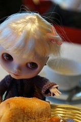 Can I have this bread roll? (omgdolls) Tags: blythe blythedoll tippi pureneemobody simplyvanilla dollypunk21
