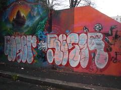 ti crosso la mamma (en-ri) Tags: muro wall writing torino graffiti crew tots rosso bianco throwup reser