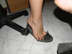Dangle & heelpop loose flats ..3 (luk742003) Tags: feet toes bare flats piedi tippy loose heelpop heelpopping