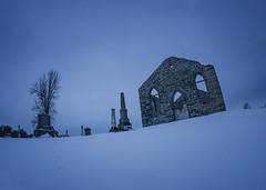 Eglise presbytérienne (monilague) Tags: nature architecture pierre hiver jour ciel arbres neige nuages paysage fenêtre eglise ferme champ montérégie lieux cimetière saison abandonné batiments pierretombale boisée