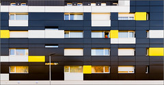 #6/52 : Where is Winnie? [Explored] (Hervé Marchand) Tags: rennes bretagne architecture urbain repetition reflets winnie pooh week62016 52weeksthe2016edition weekstartingfridayfebruary52016 canoneos7d lines yellow black abstract inexplore