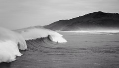 Surfeando el temporal (Eneko Aldaz) Tags: surf olympus euskalherria basquecountry zarautz e410